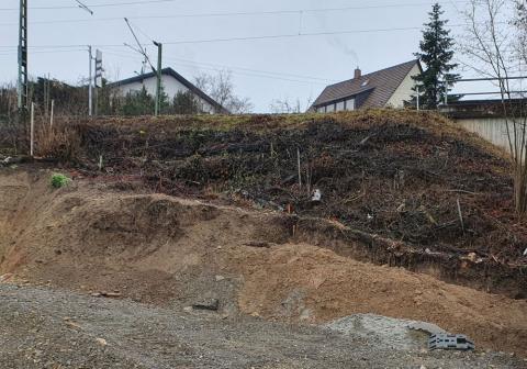 Bild Baugruben mit Bahndamm